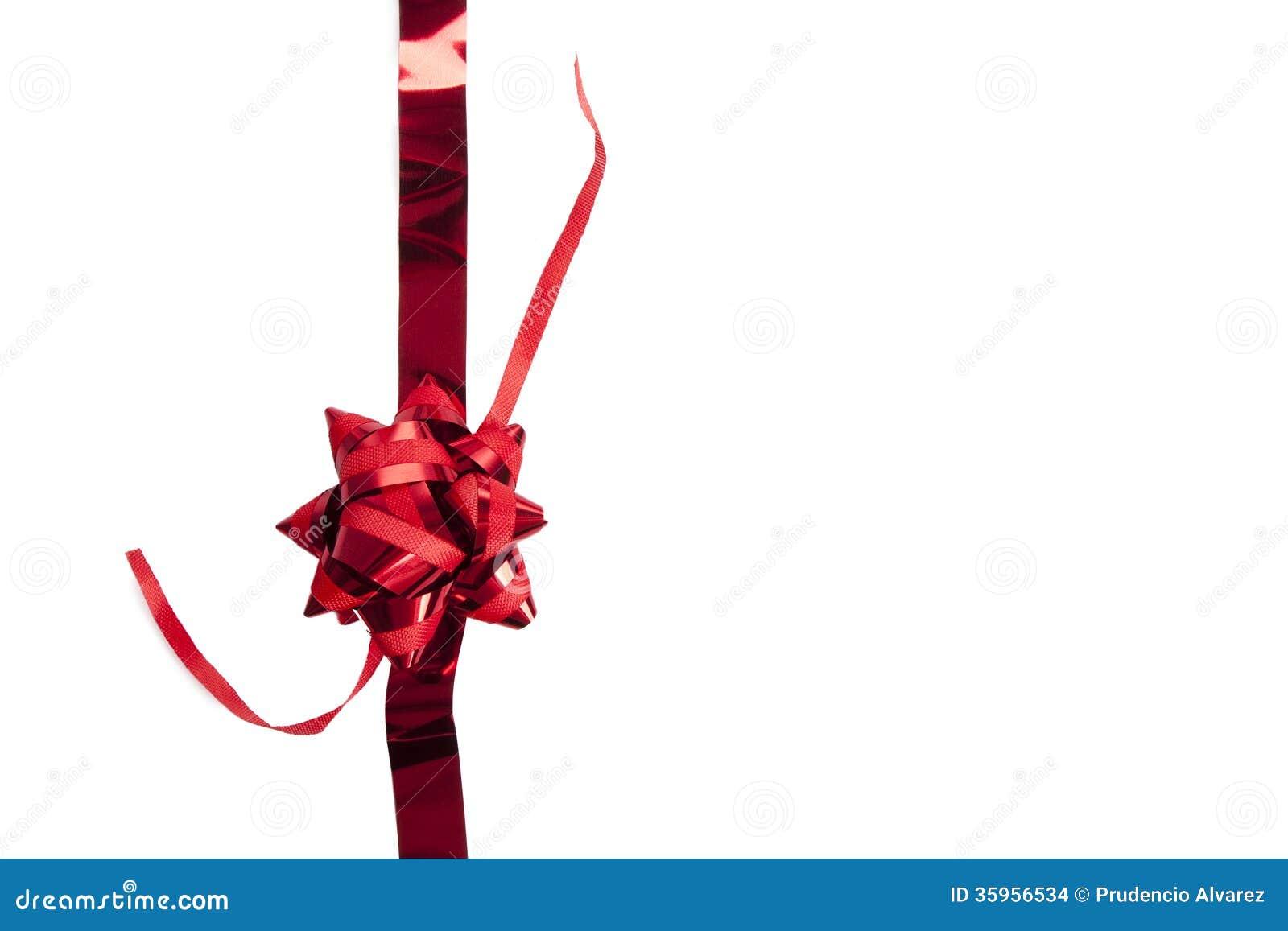 En cinta con el regalo en blanco