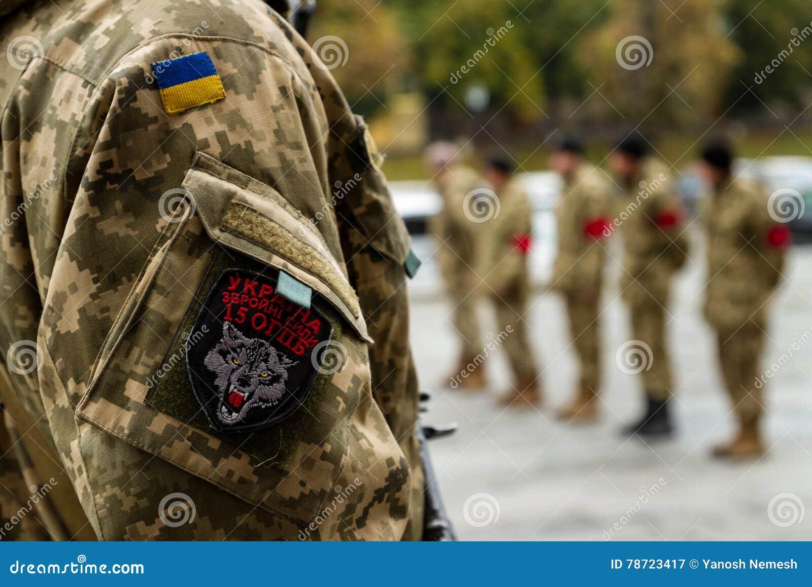 En el adiós de Uzhhorod al soldado que murió de heridas en la zona de la ATO