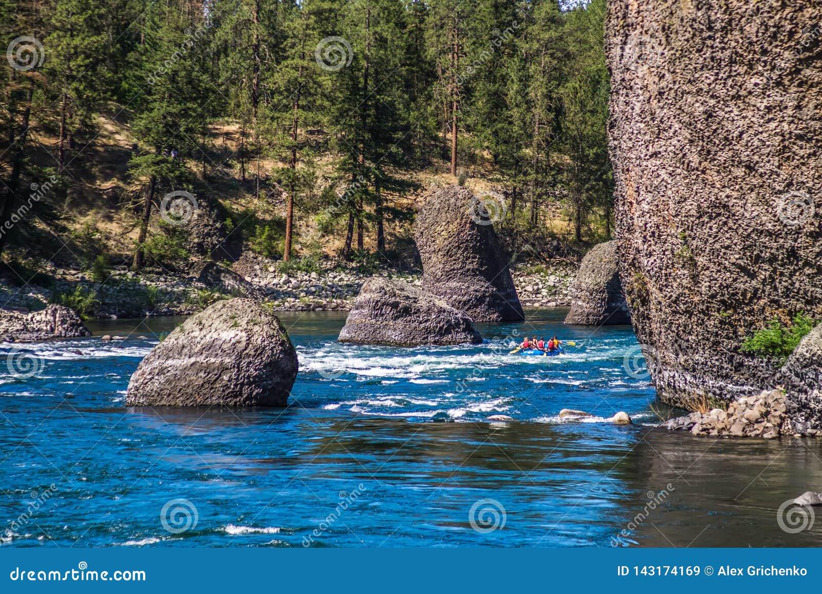 En el parque de estado del cuenco y de la jarra de la orilla en Spokane Washington