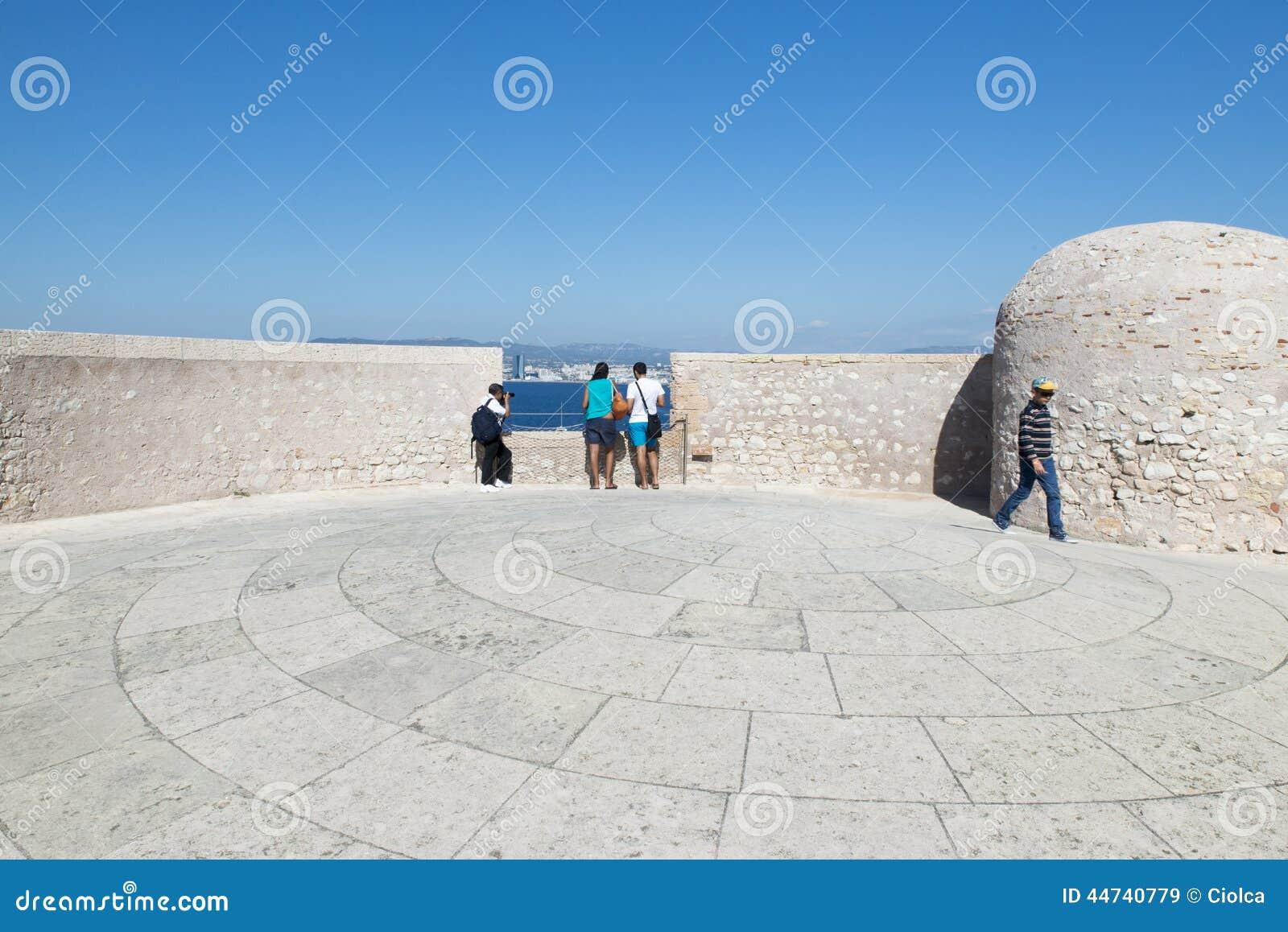 En el tejado del d If del castillo francés, Marsella, Francia