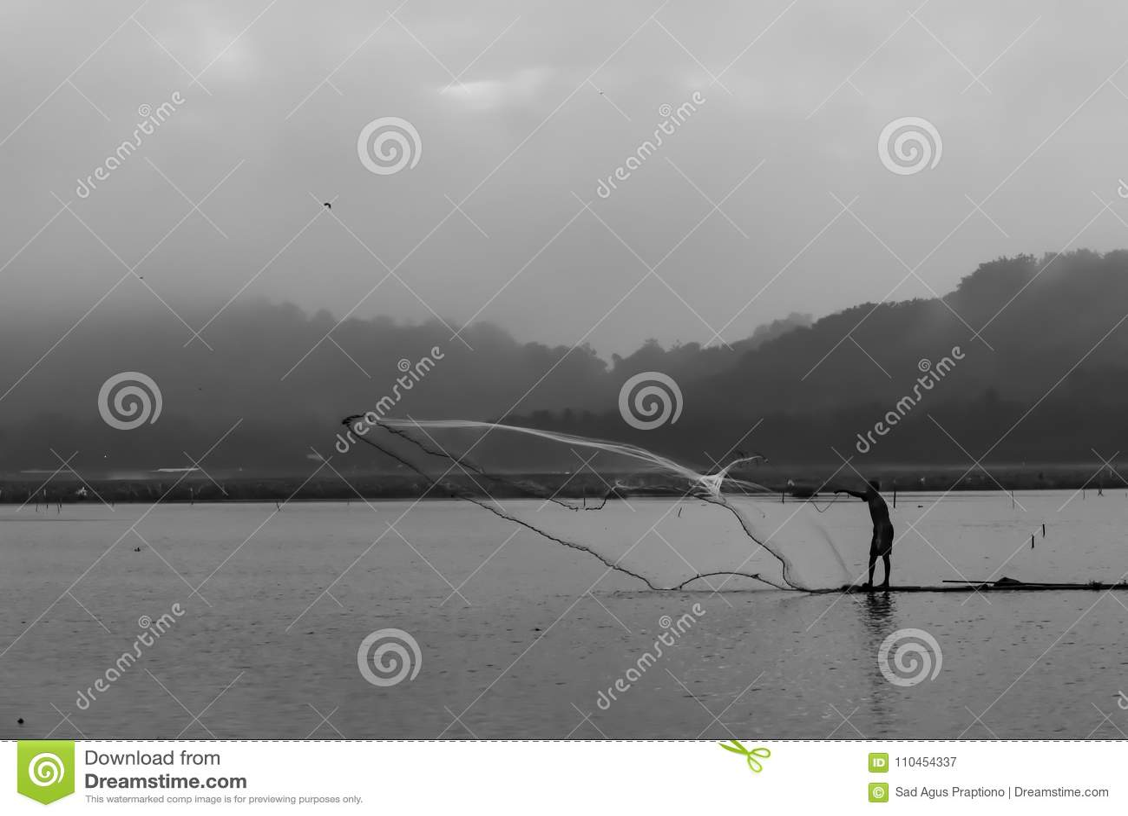 En fiskare på bambuflotten