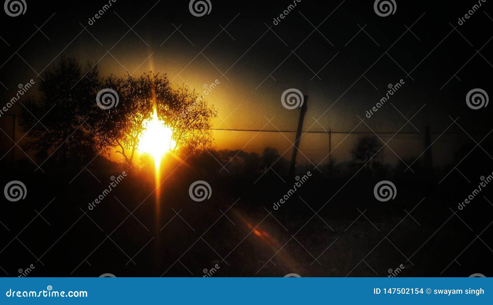 En fors av solnedgången från mobil kamera