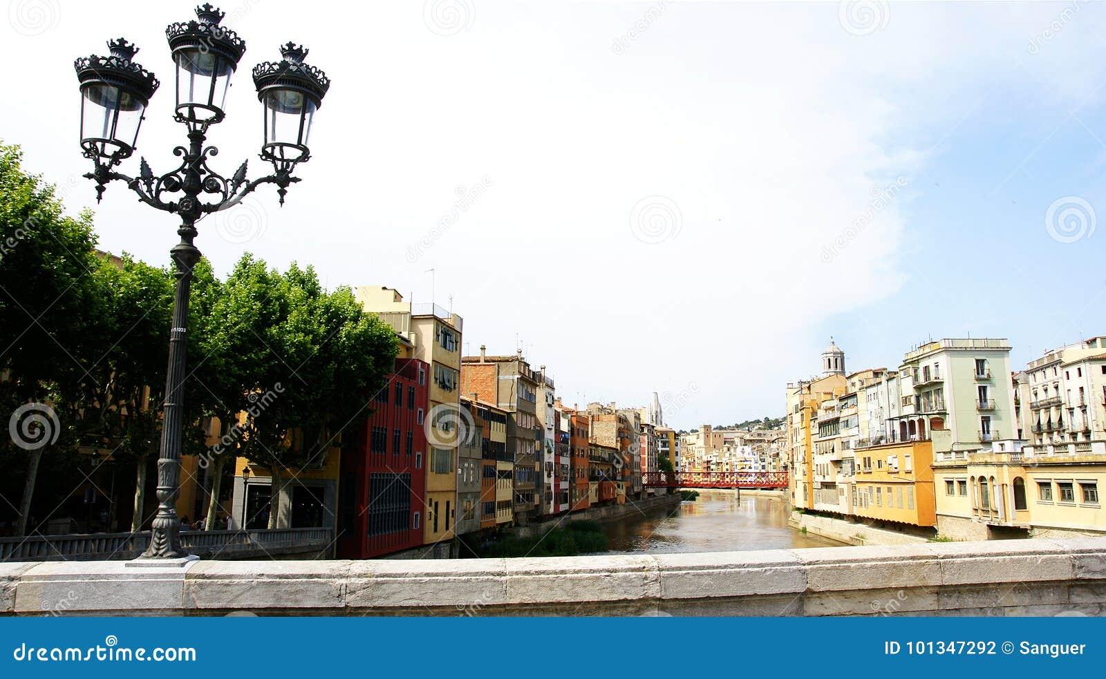 En Girona del fiume di Onyar