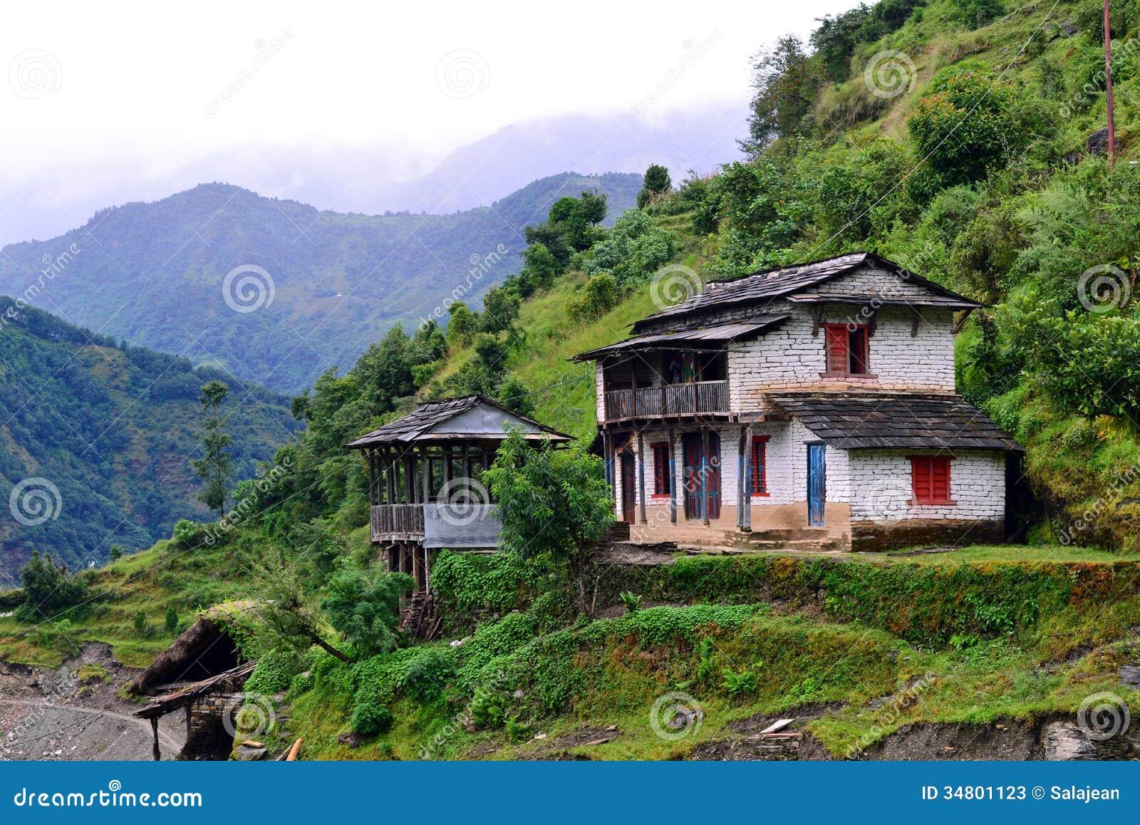 En gurungby i den Annapurna fristadslingan. Himalayas Ne