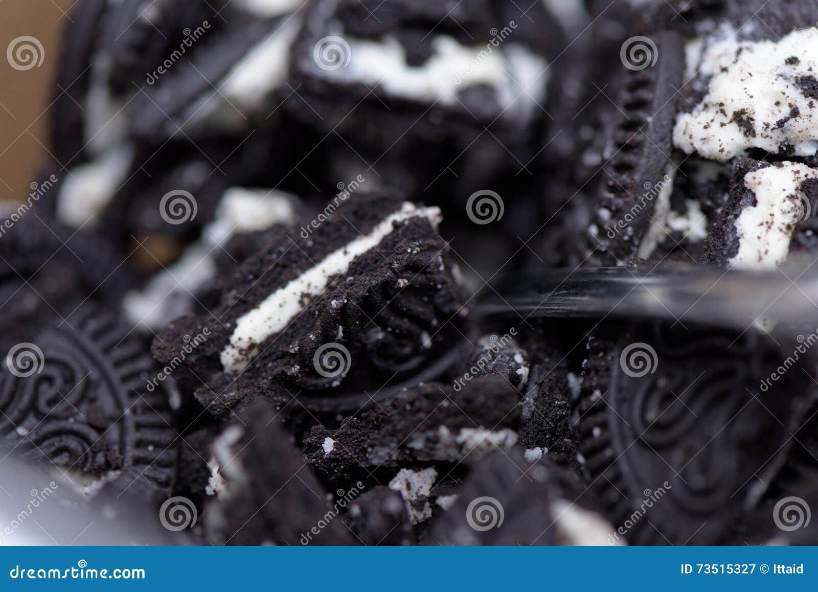 En hög av krossade Oreo kakor