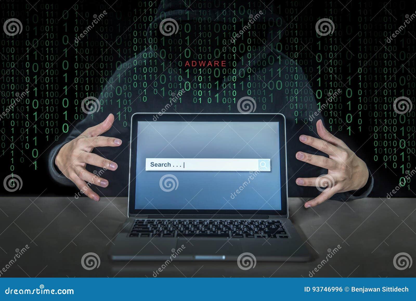 En hacker som använder adwareeldkulan för att kontrollera bärbar datordatoren