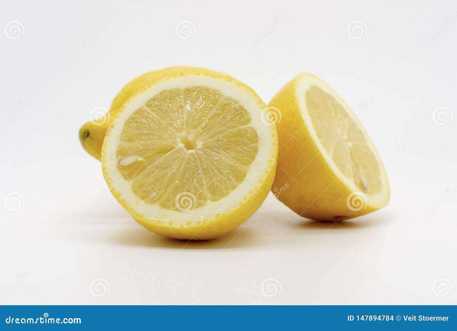En hand mycket av limefrukter