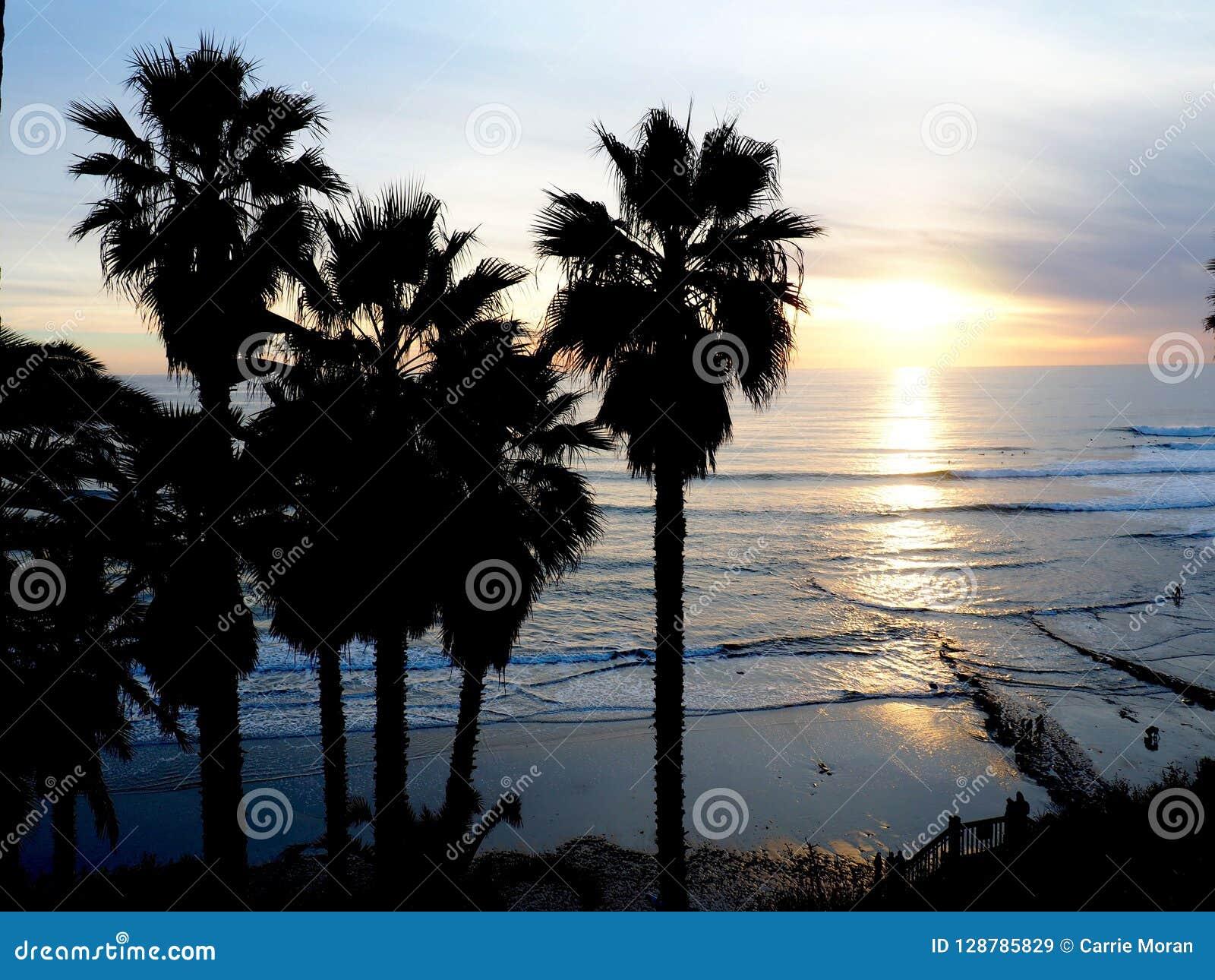 En Kalifornien solnedgång över Stilla havet