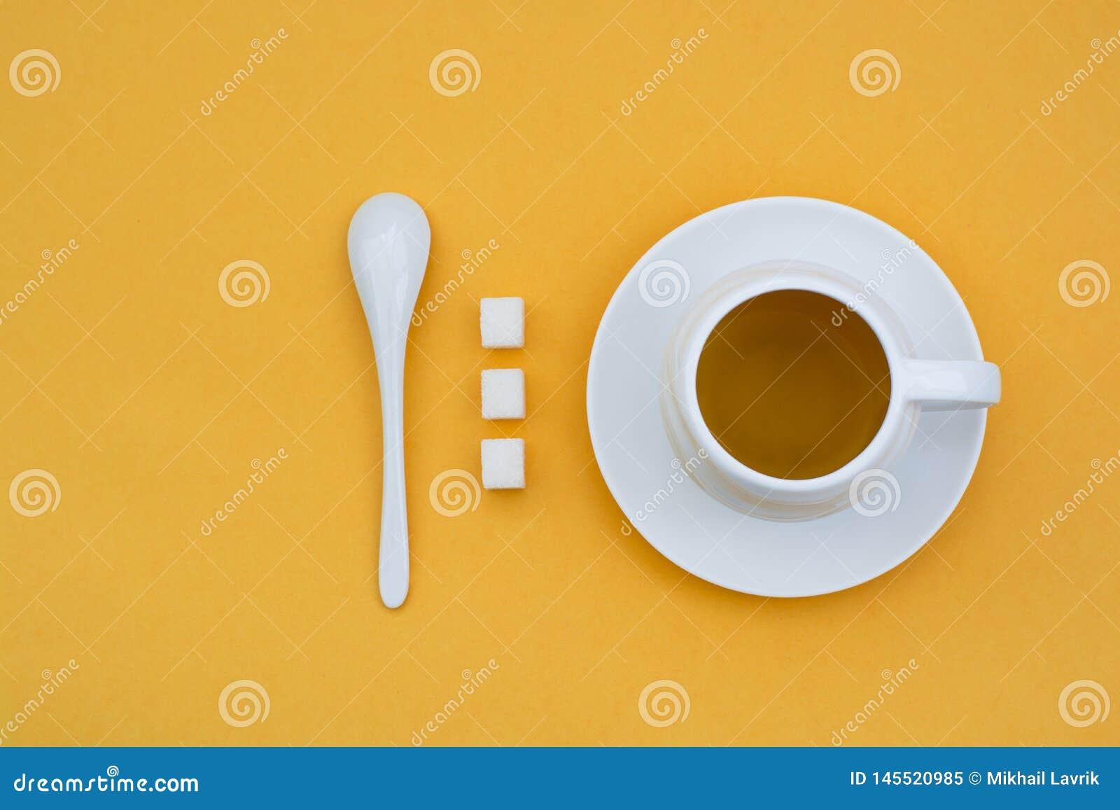 En kopp te p? en gul bakgrund
