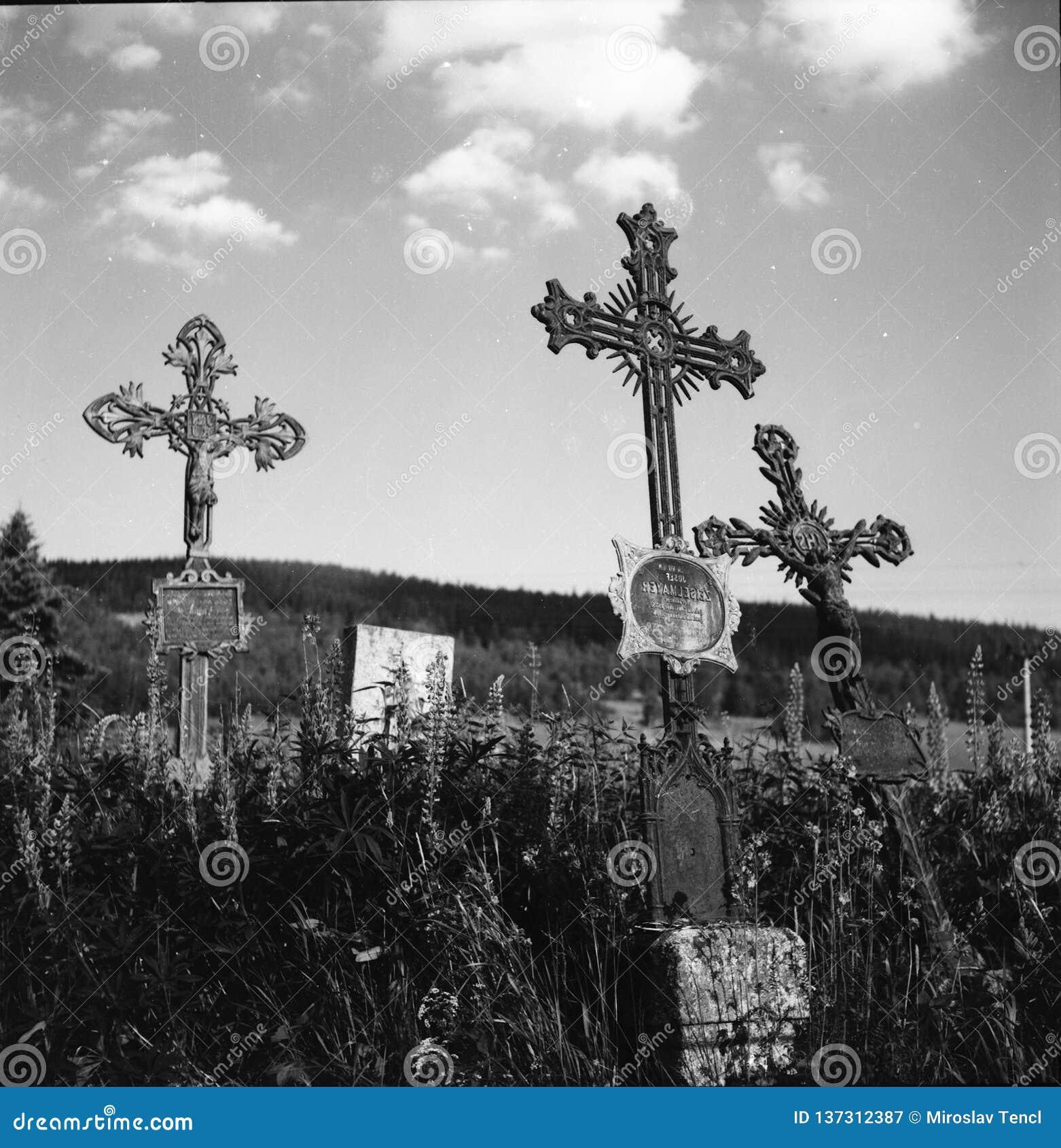 En kyrka St Stephen i mitt av nationalparken Sumava