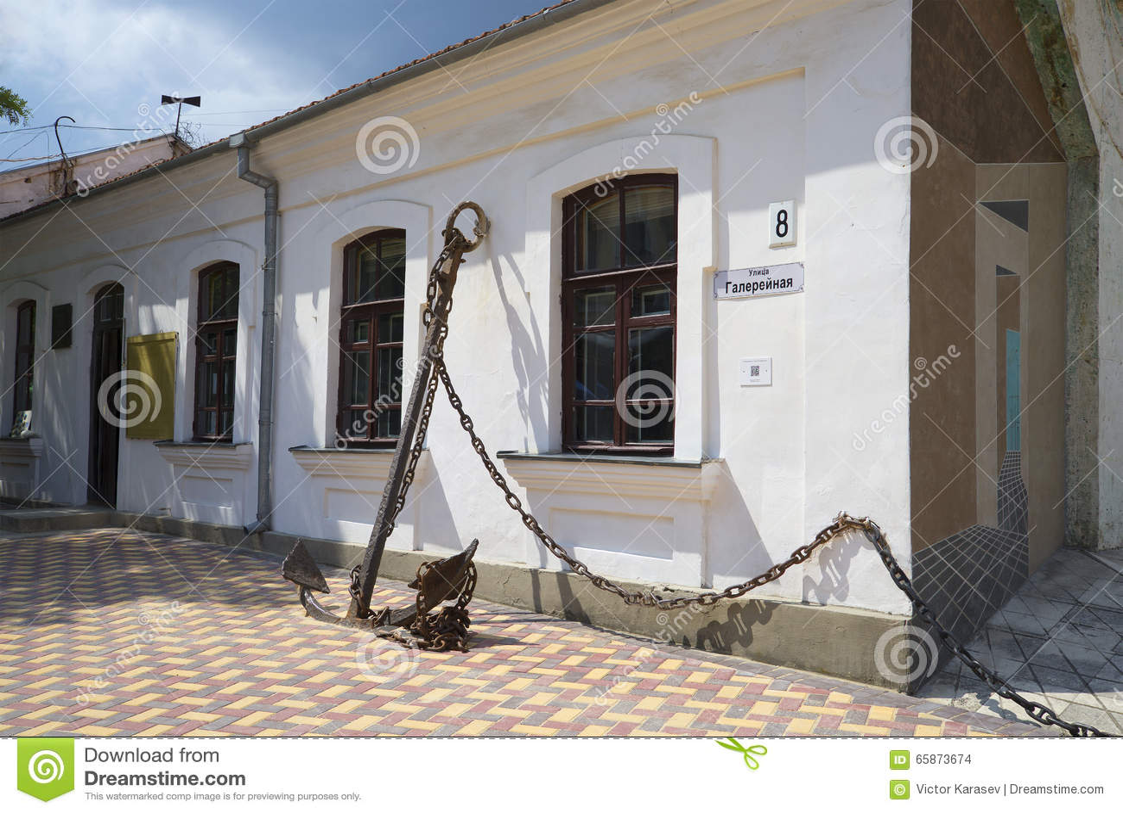 En la entrada al museo conmemorativo A S Verde Feodosiya