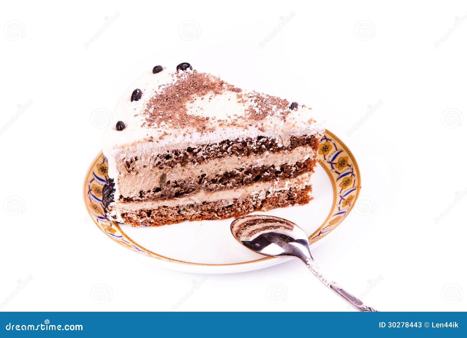 En lappa av den smakliga kaffechokladtårtan på en plätera med en sked