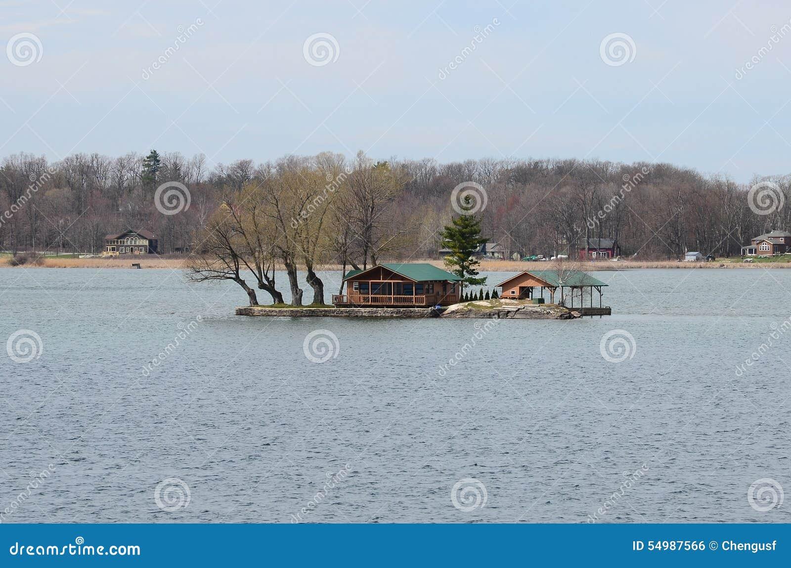 En liten ö på St Lawrence River