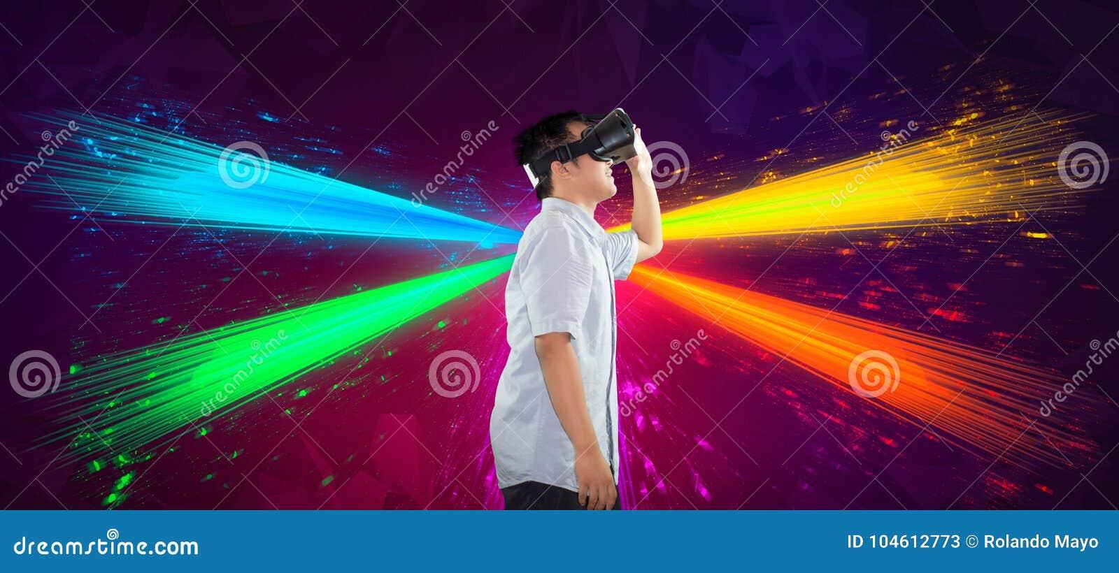 En Millennial tonåring som använder kroppen för virtuell verklighetsidosikt