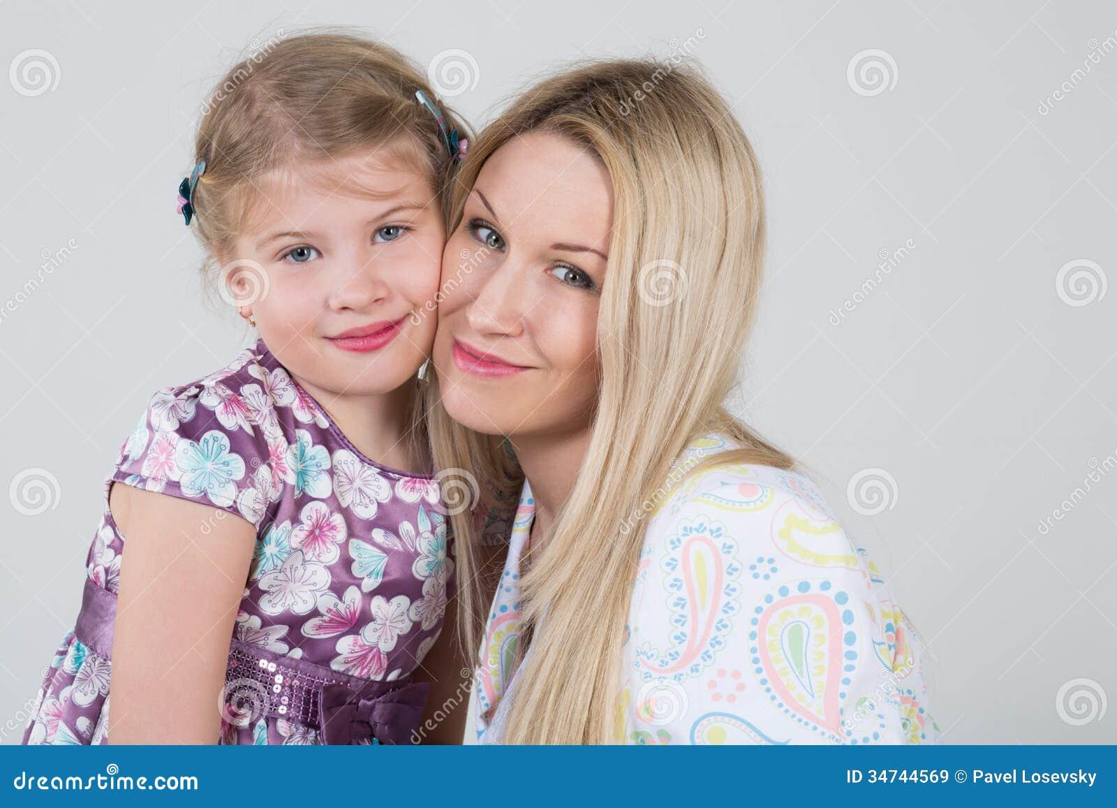 En mjuk stående av en moder och en dotter