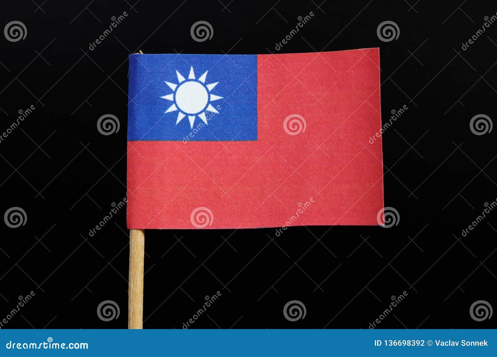 En nationsflagga av Taiwan på tandpetare på svart bakgrund Ett rött fält med en marinblå kanton uthärda en vit sol med 12