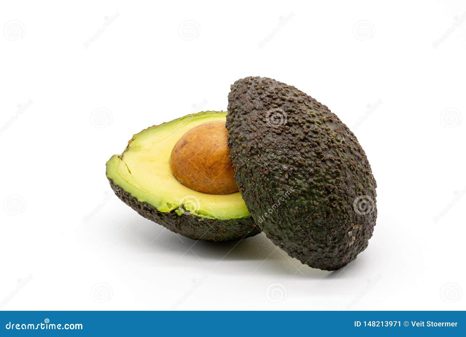 En skivad avokado med gropen