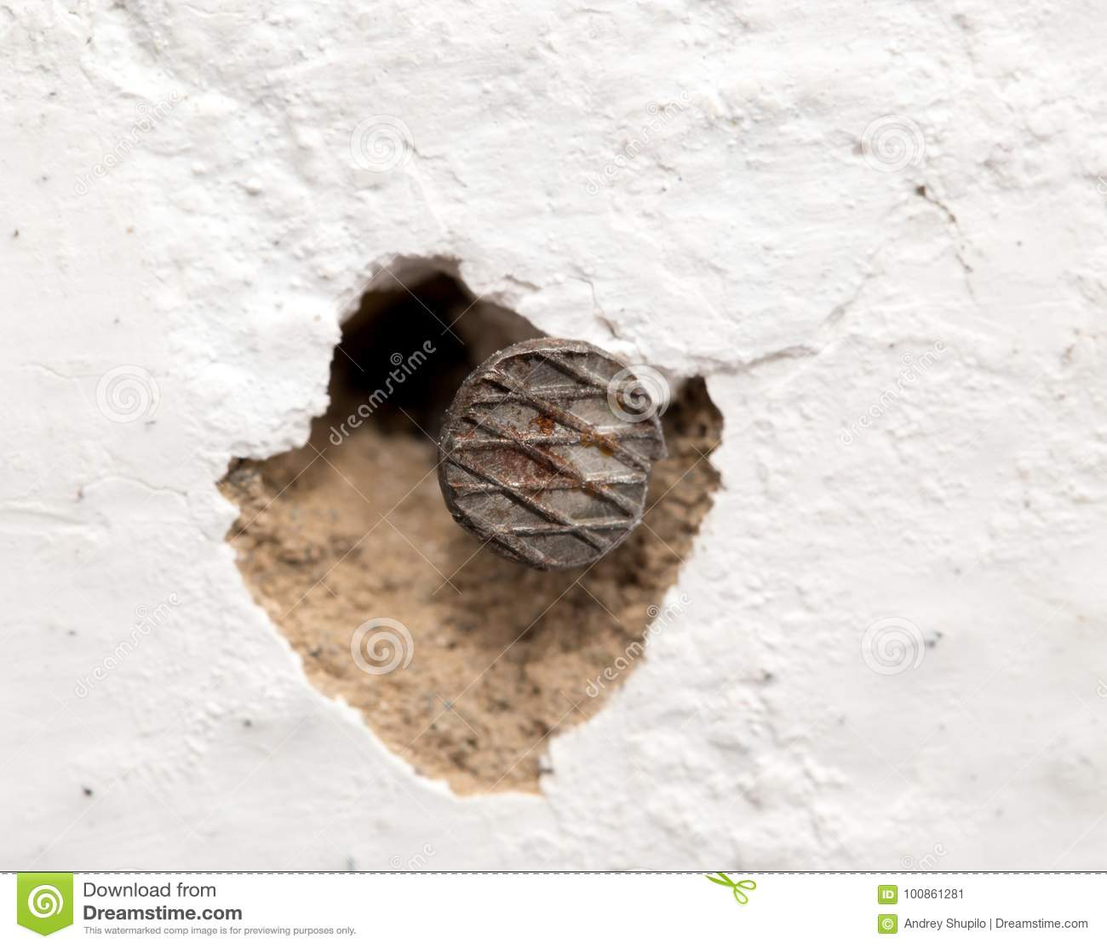 En spika i väggen Makro