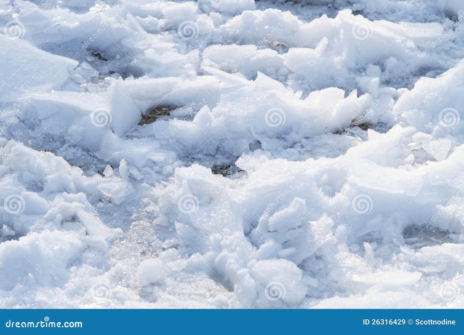 En stor bit av Snow och is som gås på