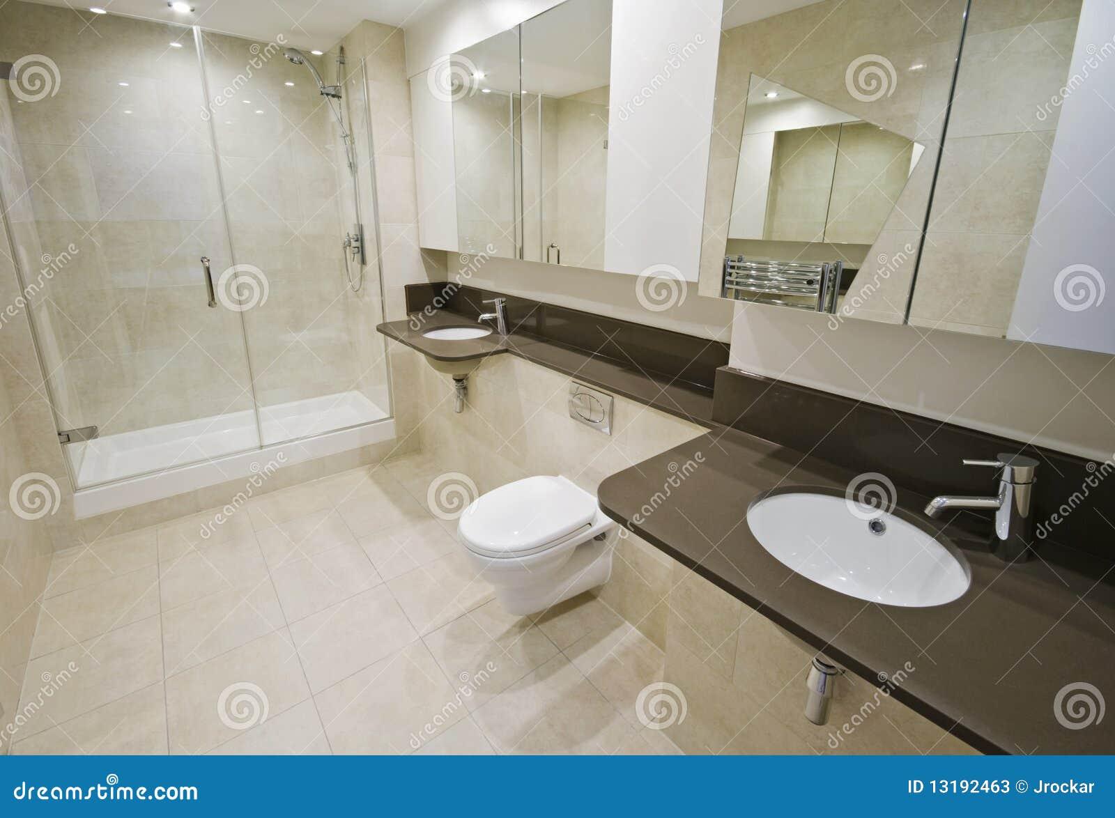 En-Suite Badezimmer stockbild. Bild von inländisch, befestigung ...