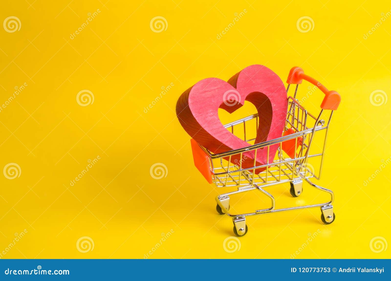 En supermarketspårvagn med en röd hjärta inom Förälskelse av shopping och shopping Favorit- lager eller supermarket Köp förälskel