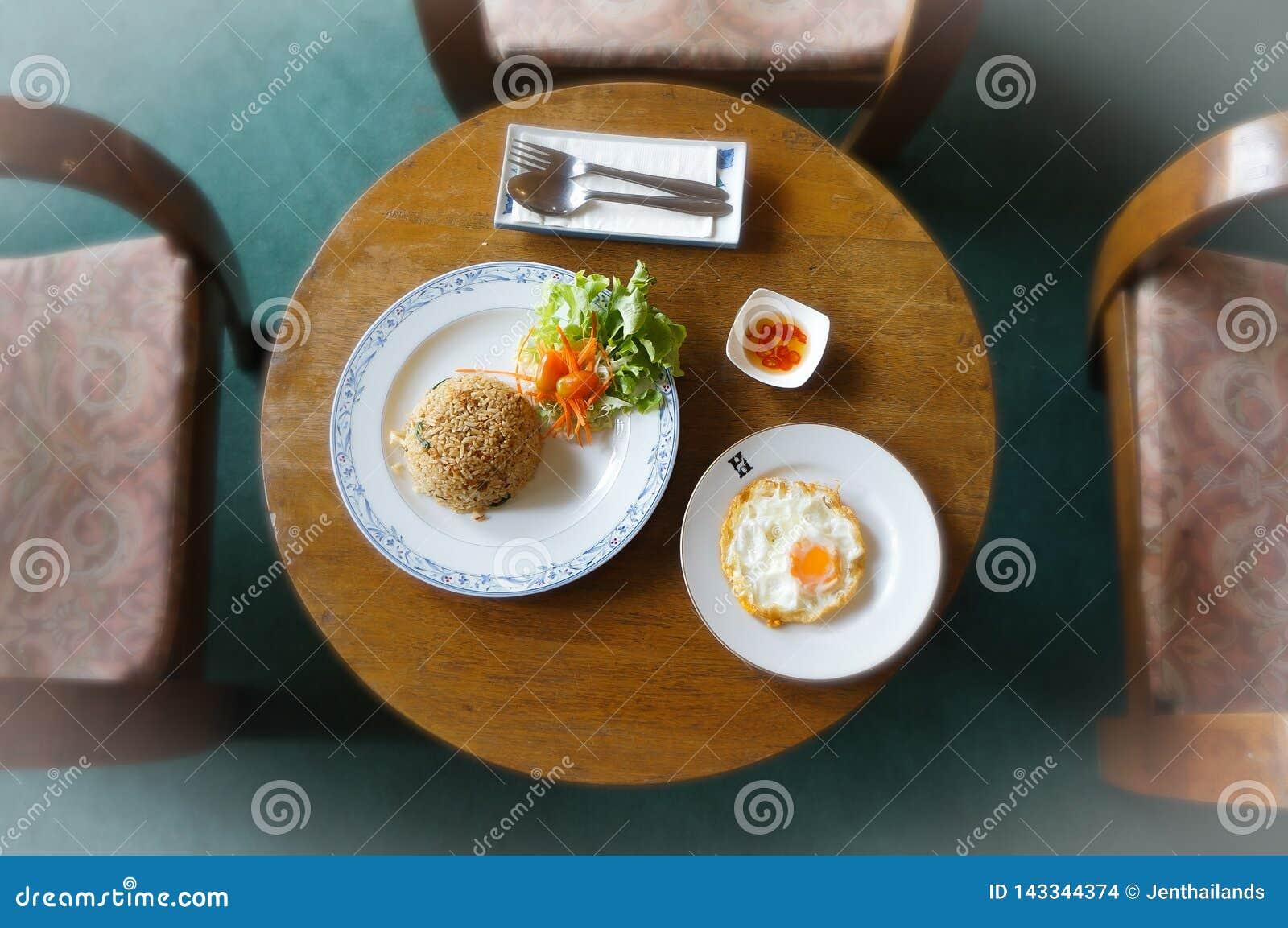 En thai maträtt från en vertikal punkt av sikten