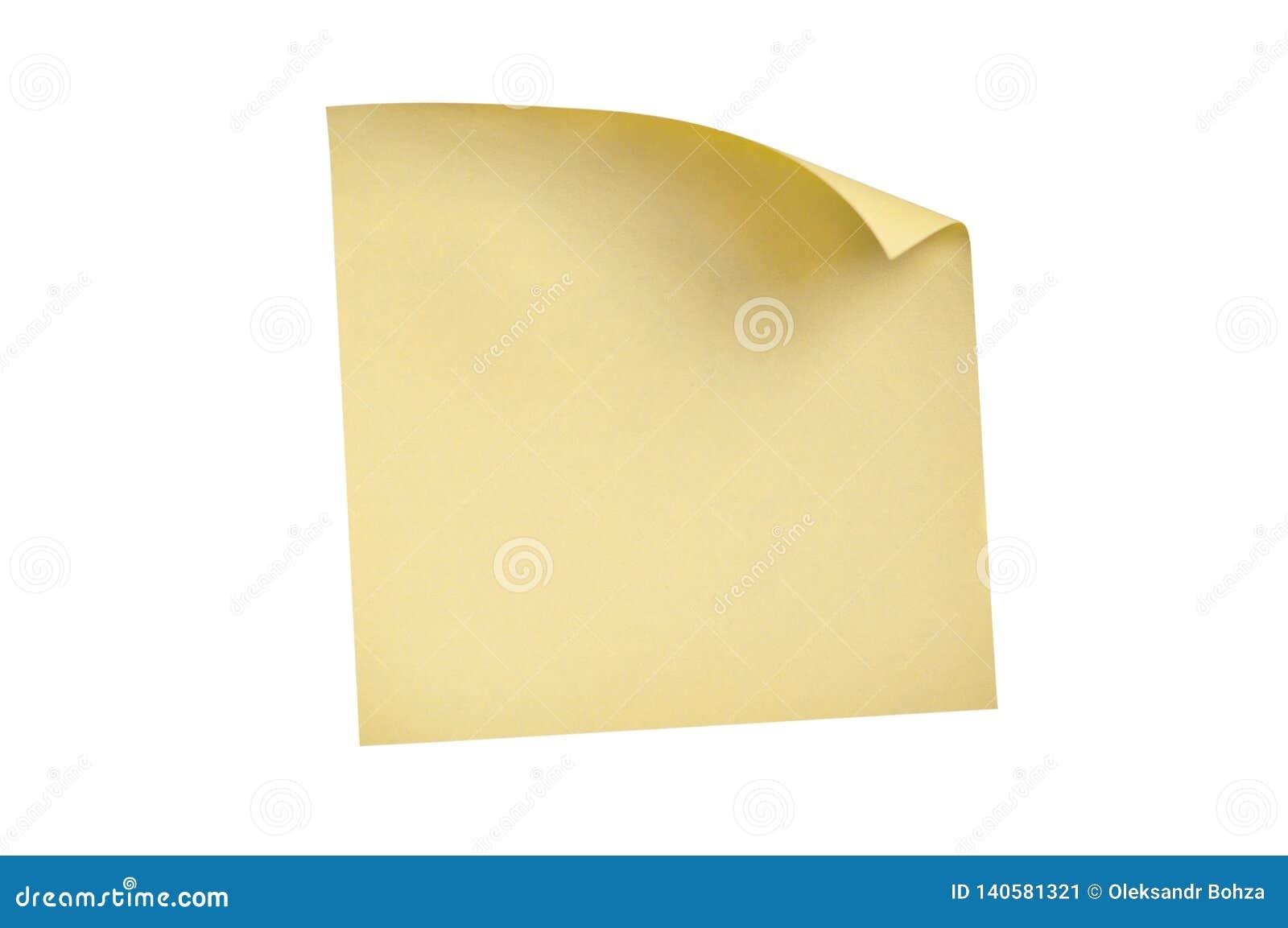 En tom fyrkantig gul klistermärke med det krökta hörnet som isoleras på vit bakgrund