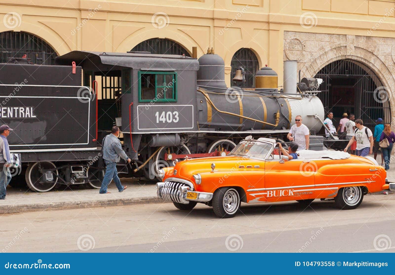En typisk kubansk cabriolet och en gammal ånga utbildar