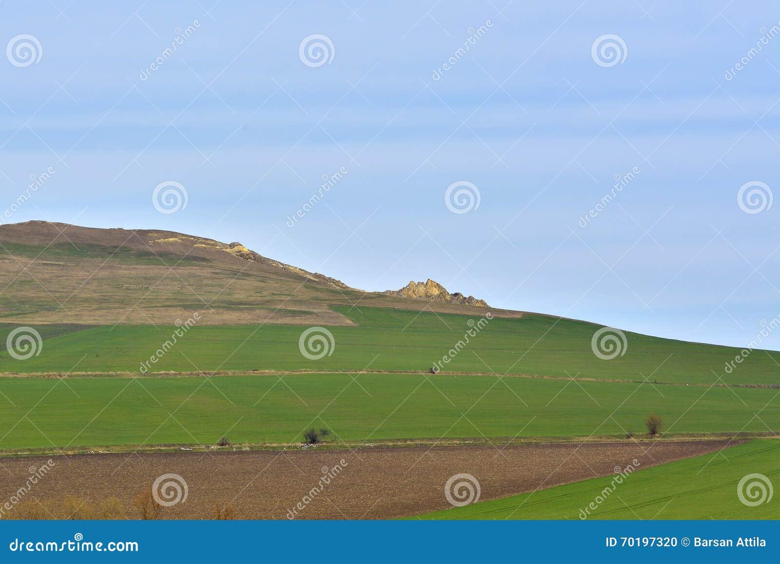En vagga i fält formade av naturen i form av en sova man Män från Serbesti, Neamt romania
