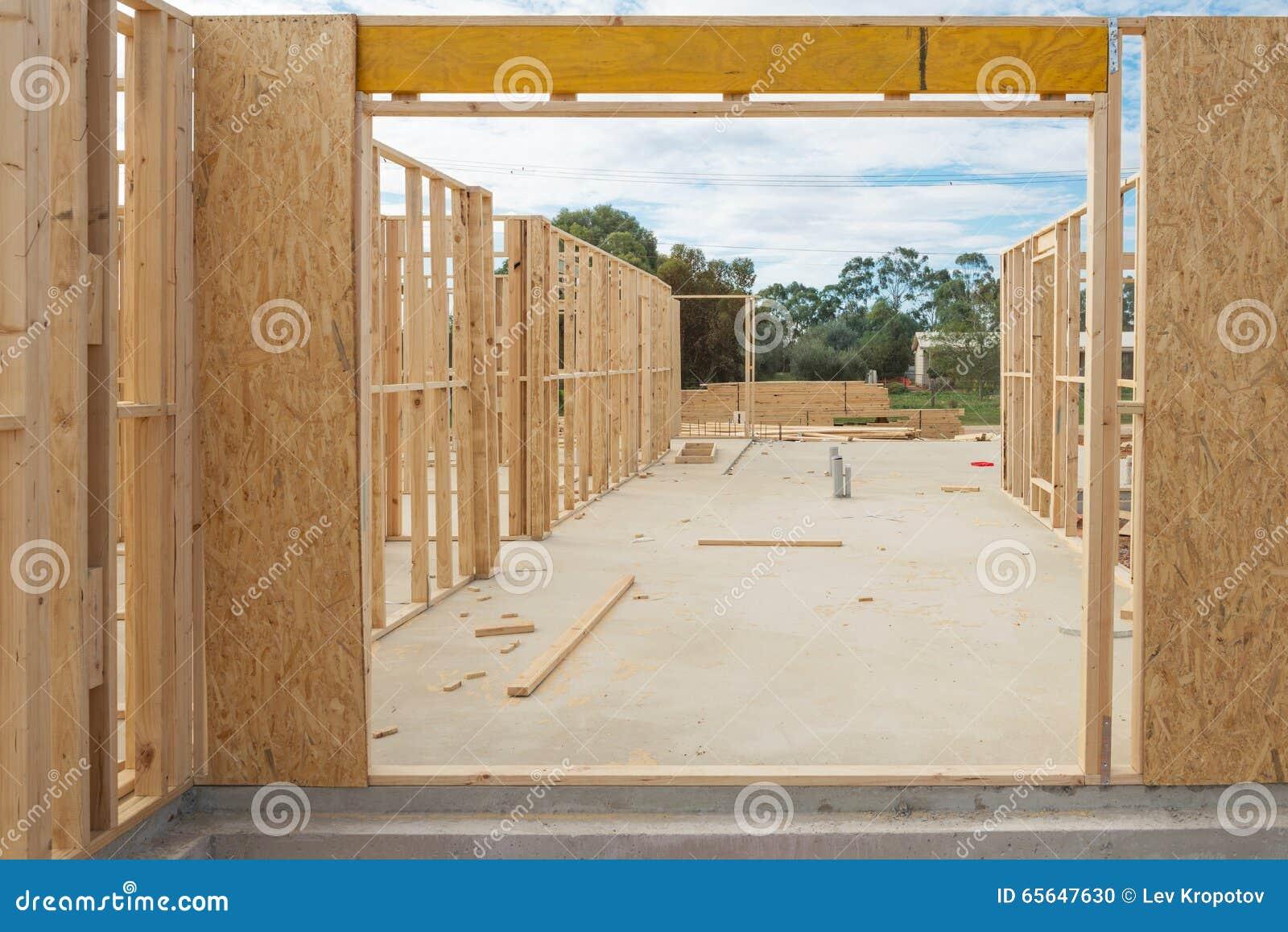 Encadrement à la maison neuf de construction