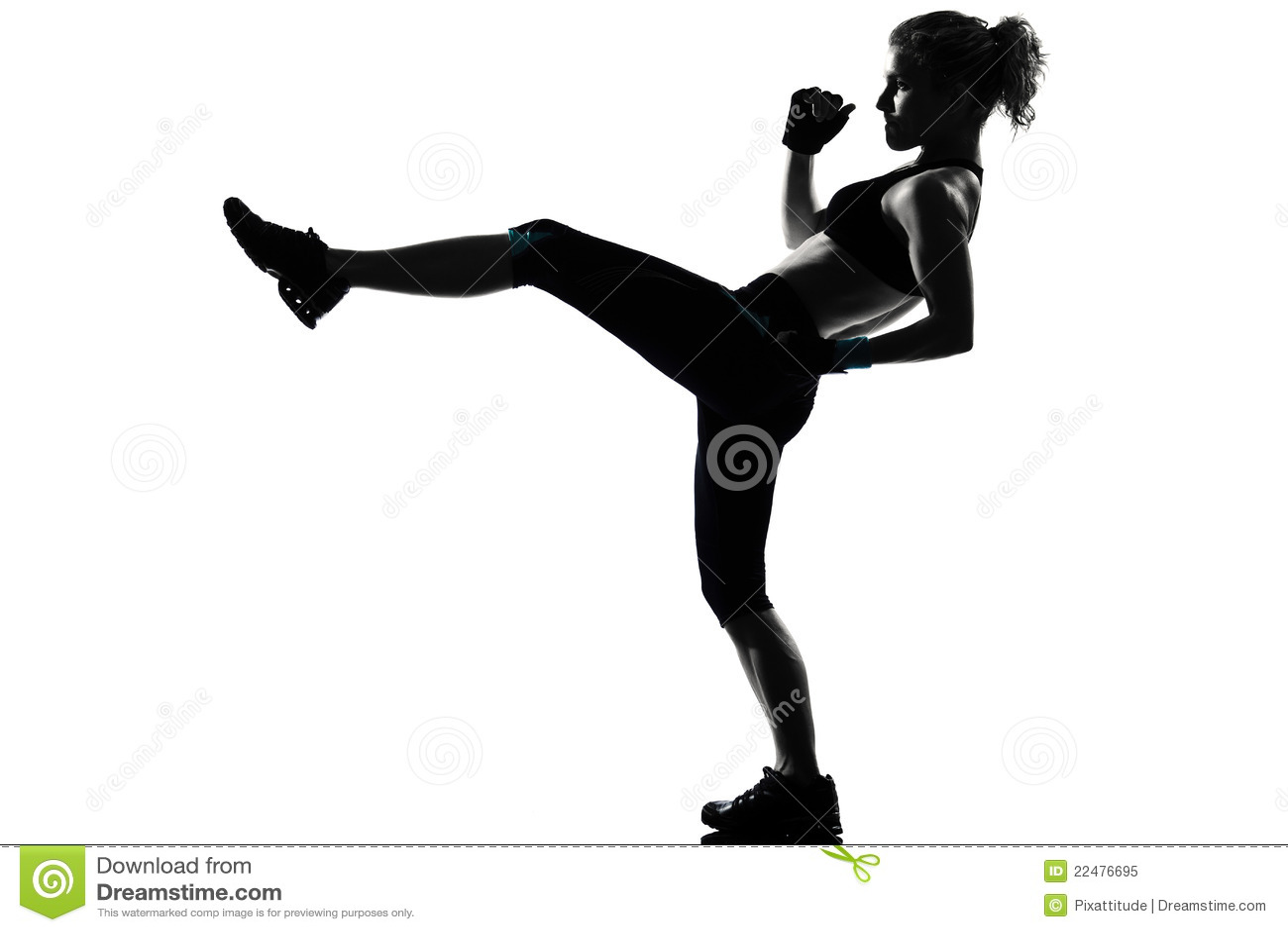 Encaixotamento kickboxing do pugilista da postura da mulher