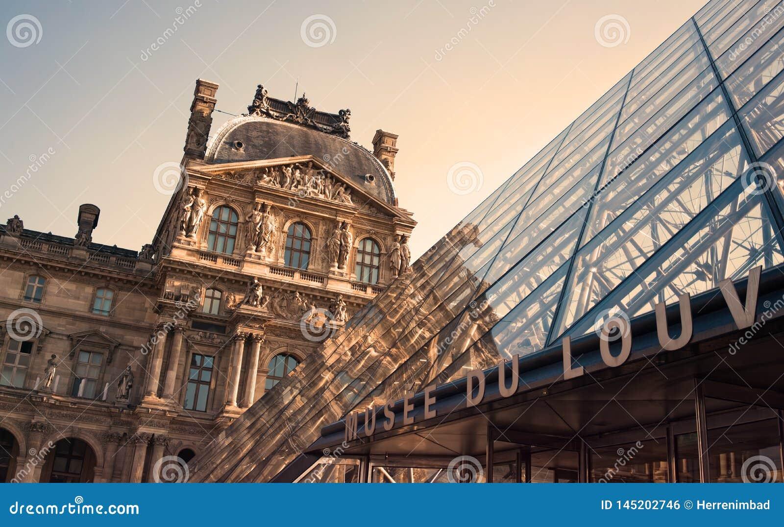 Encante al Louvre el museo