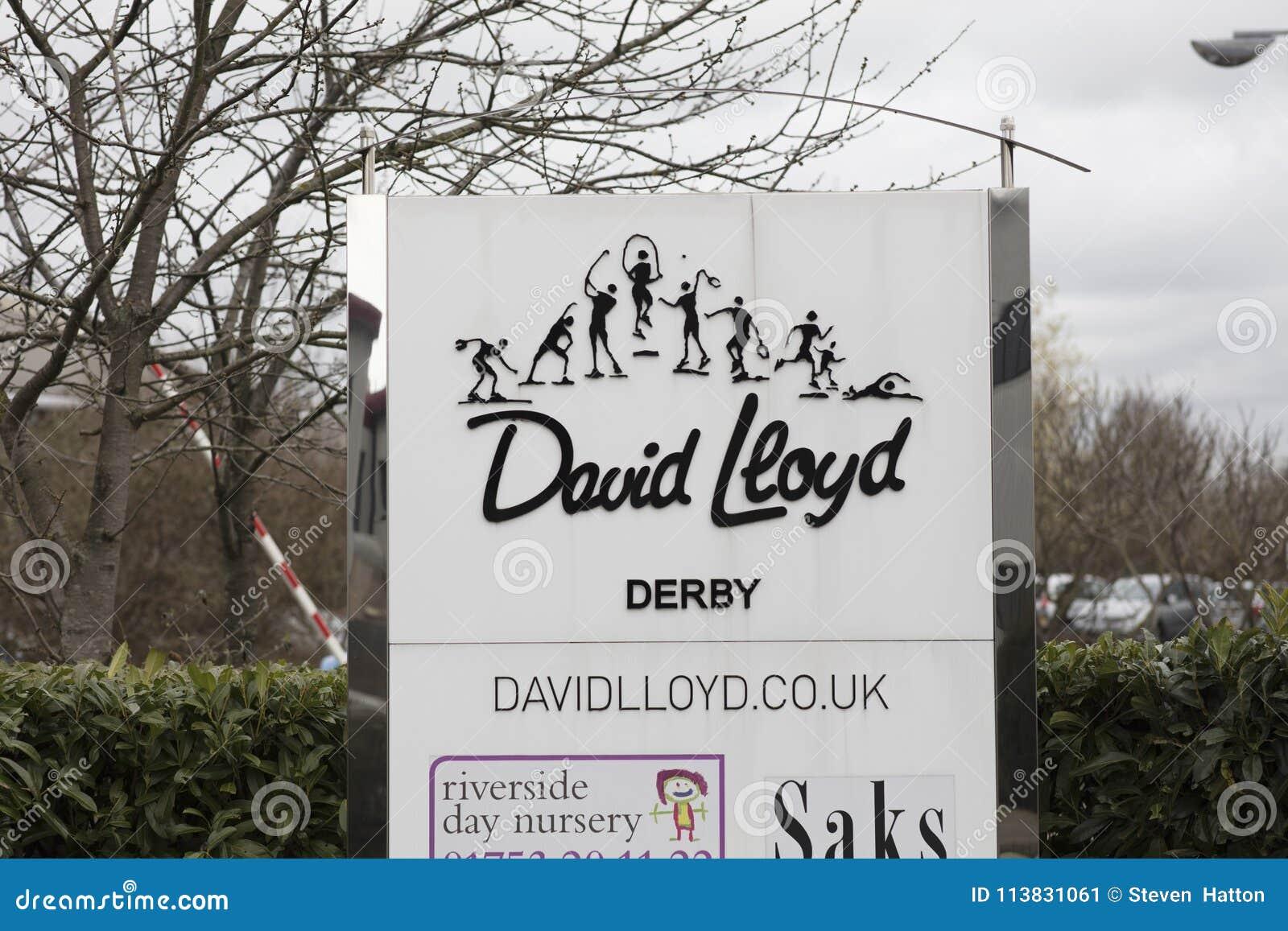 Encante la muestra y el logotipo en la instalación de ocio de David Lloyd