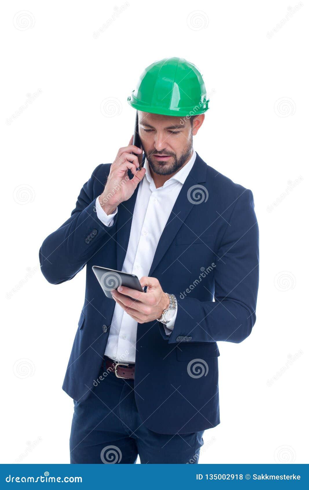 Encargado de la construcción que llama y que usa la tableta aislada