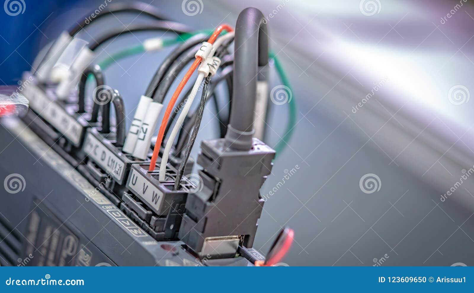 Enchufe eléctrico industrial en el dispositivo
