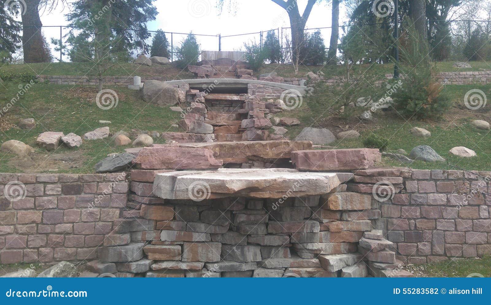 Encima de las escaleras rocosas