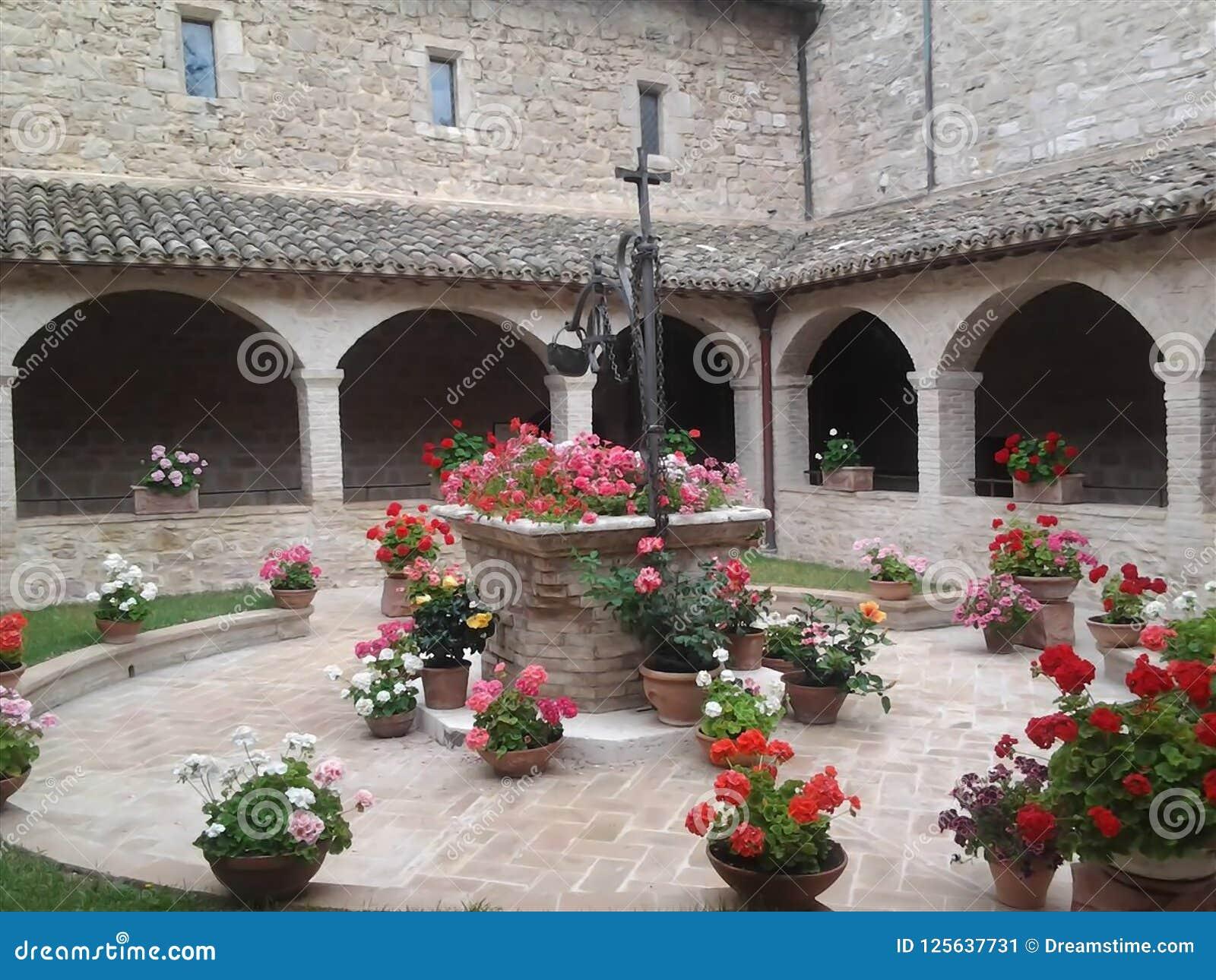 Enclausure a basílica do ` Assisi de San Francesco d