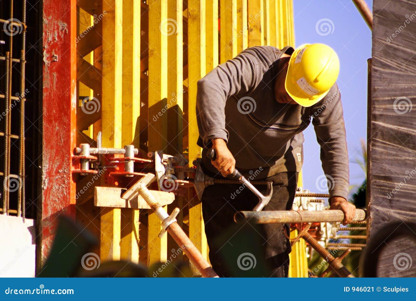 Encofrado del trabajador de construcción