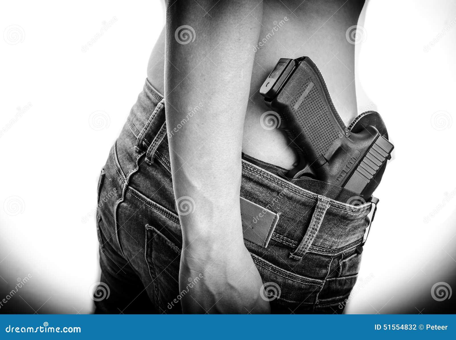 Encubierto lleve el arma en su pretina
