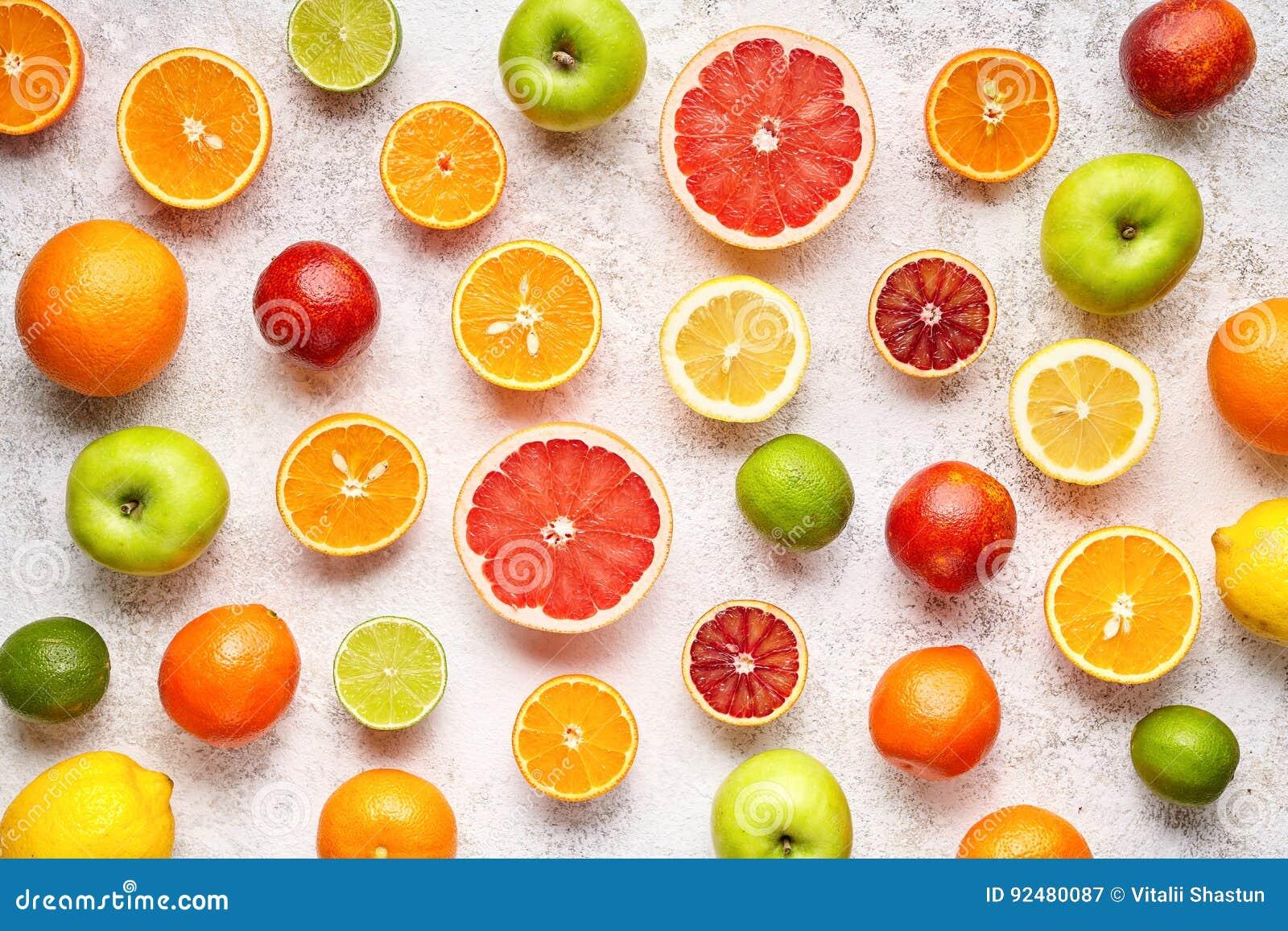 Endecha colorida del plano de la mezcla del fondo de las frutas de la fruta cítrica, comida vegetariana sana de la vitamina del v
