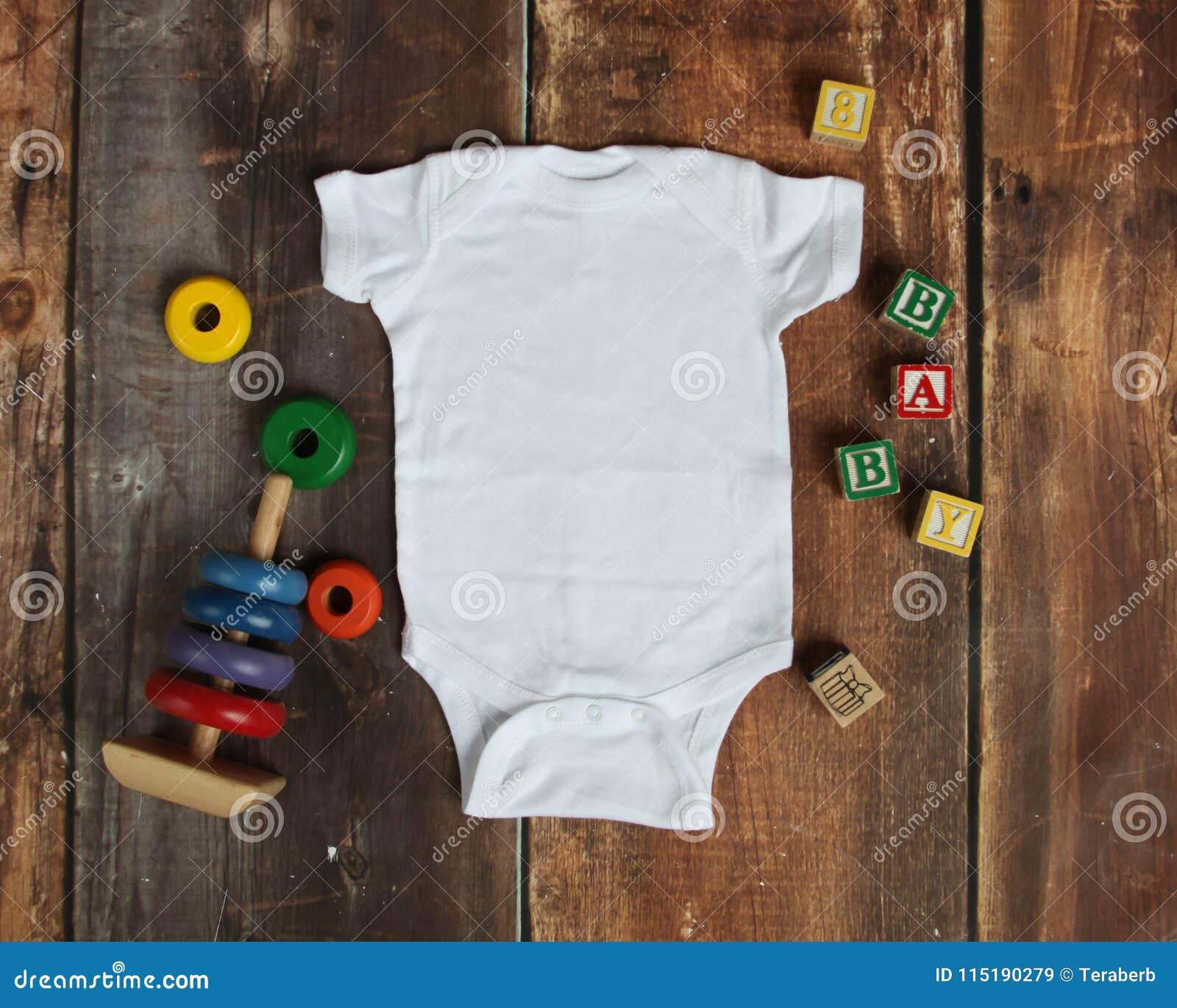 Endecha del plano de la maqueta de la camisa blanca del mono del bebé