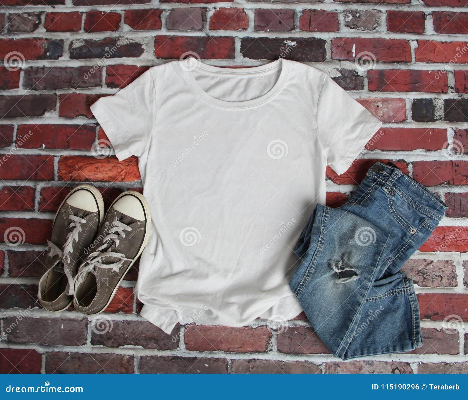 Endecha del plano de la maqueta de la camiseta blanca