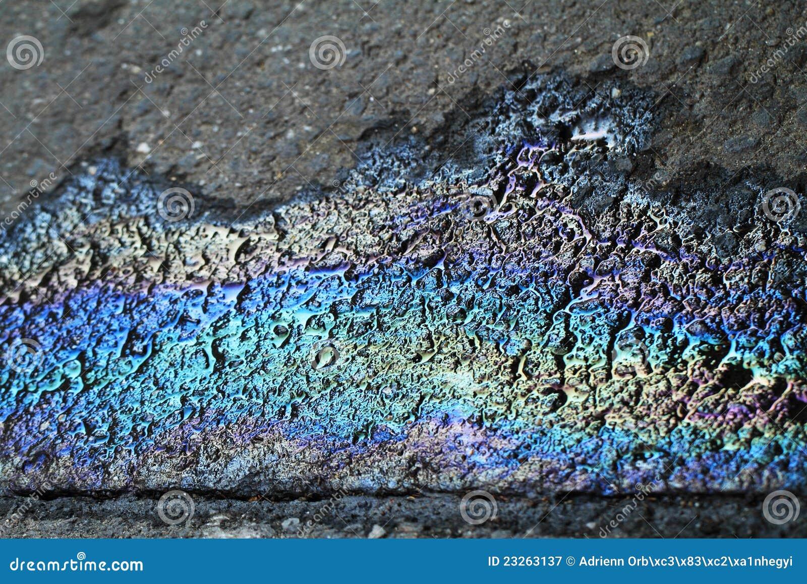 Endroit d 39 essence d 39 essence de couleur sur l 39 asphalte noir image stock image du arc p trole - Essence de terebenthine utilisation ...