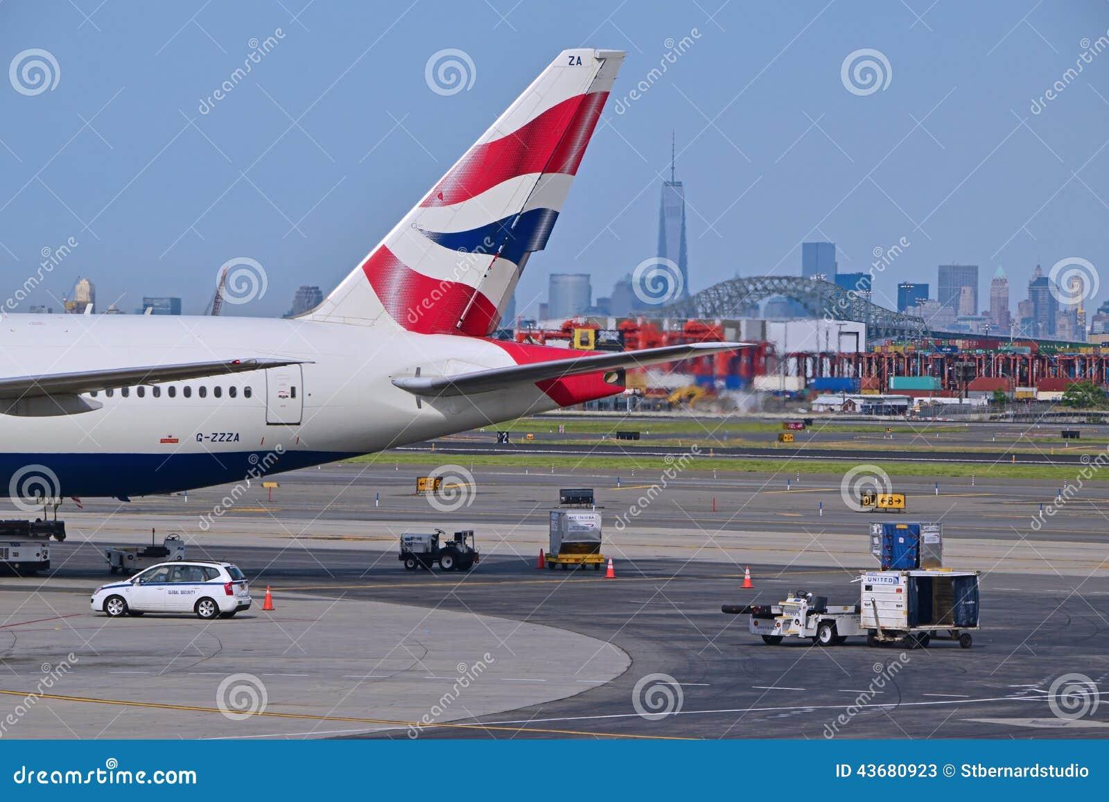 endstück von british airways-fläche mit new york city im
