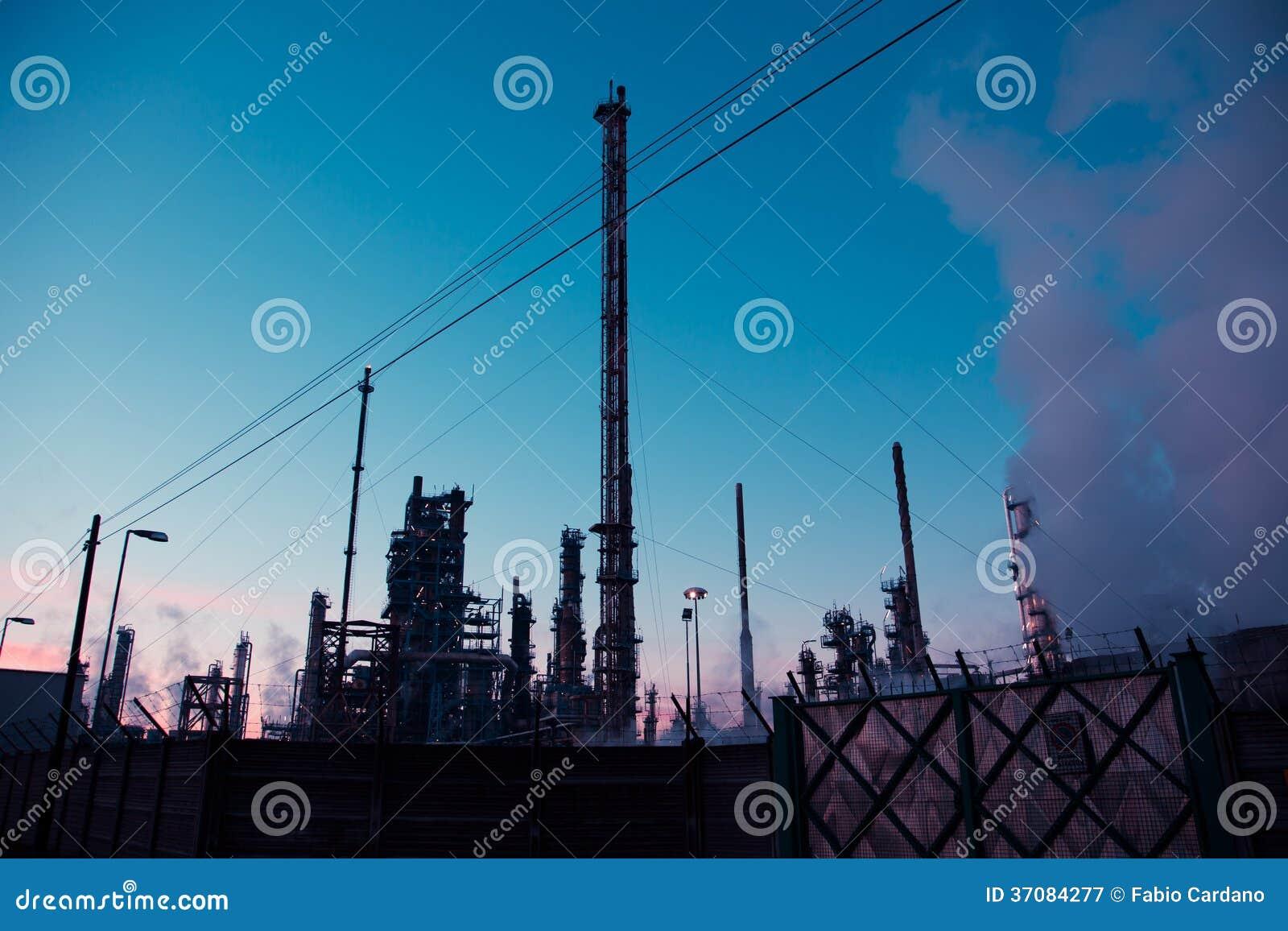 Download Energetyczna elektrownia obraz stock. Obraz złożonej z rafineria - 37084277