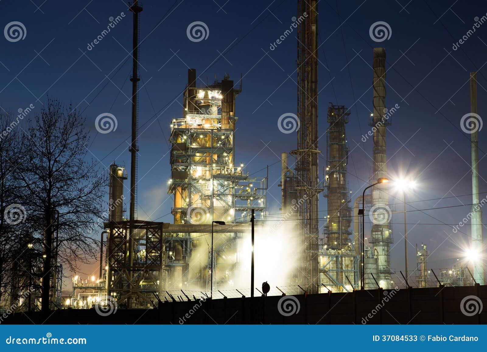 Download Energetyczna elektrownia obraz stock. Obraz złożonej z góruje - 37084533