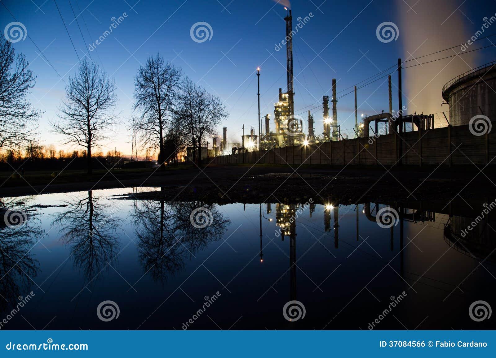 Download Energetyczna elektrownia zdjęcie stock. Obraz złożonej z basen - 37084566