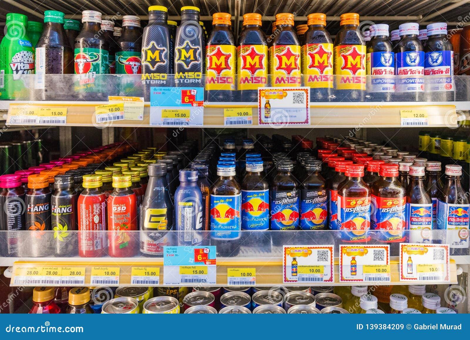 Energidrinkavsnitt i en servicebutik