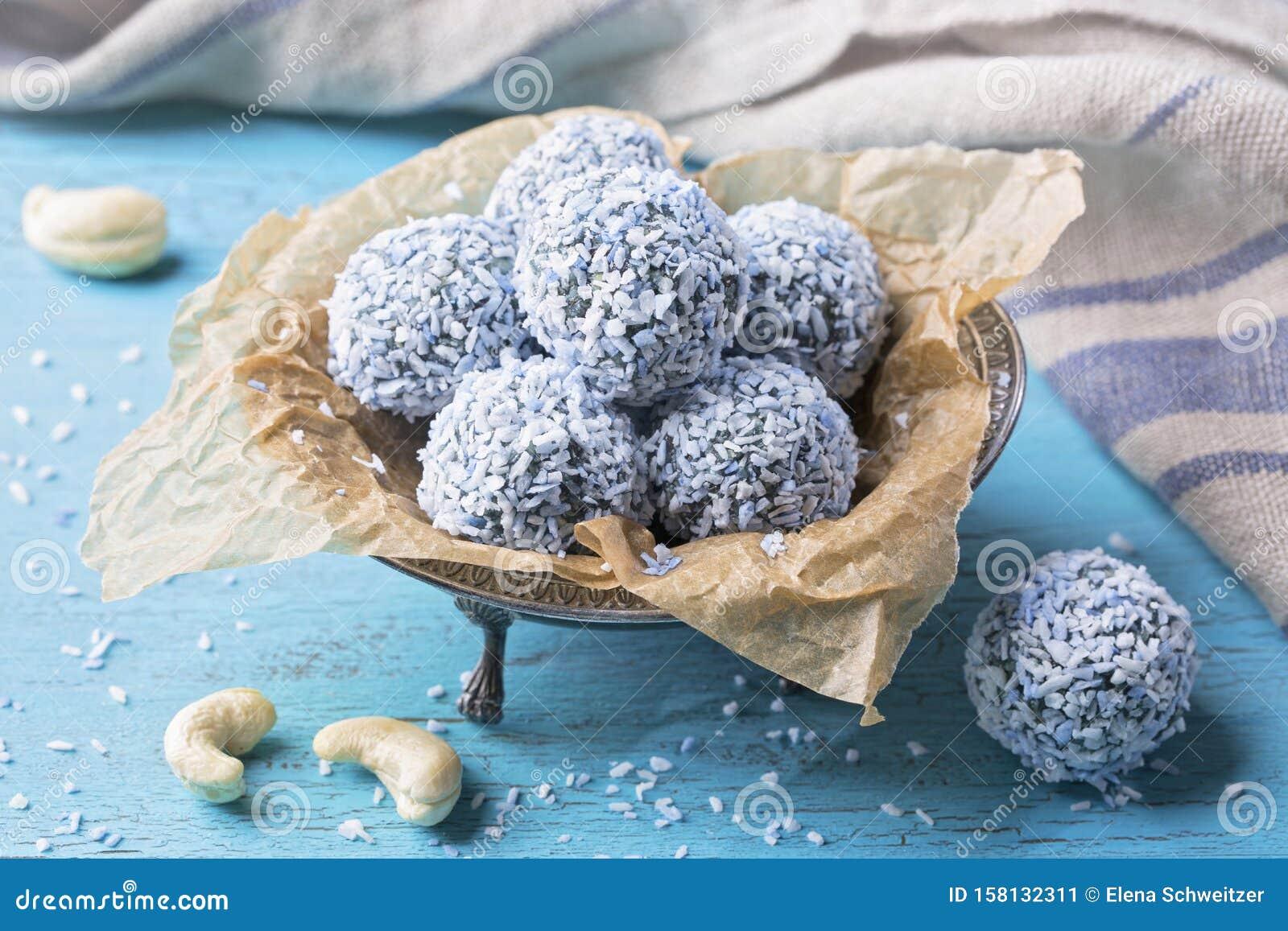 Energy balls with nuts, hemp hearts and blue spirulina