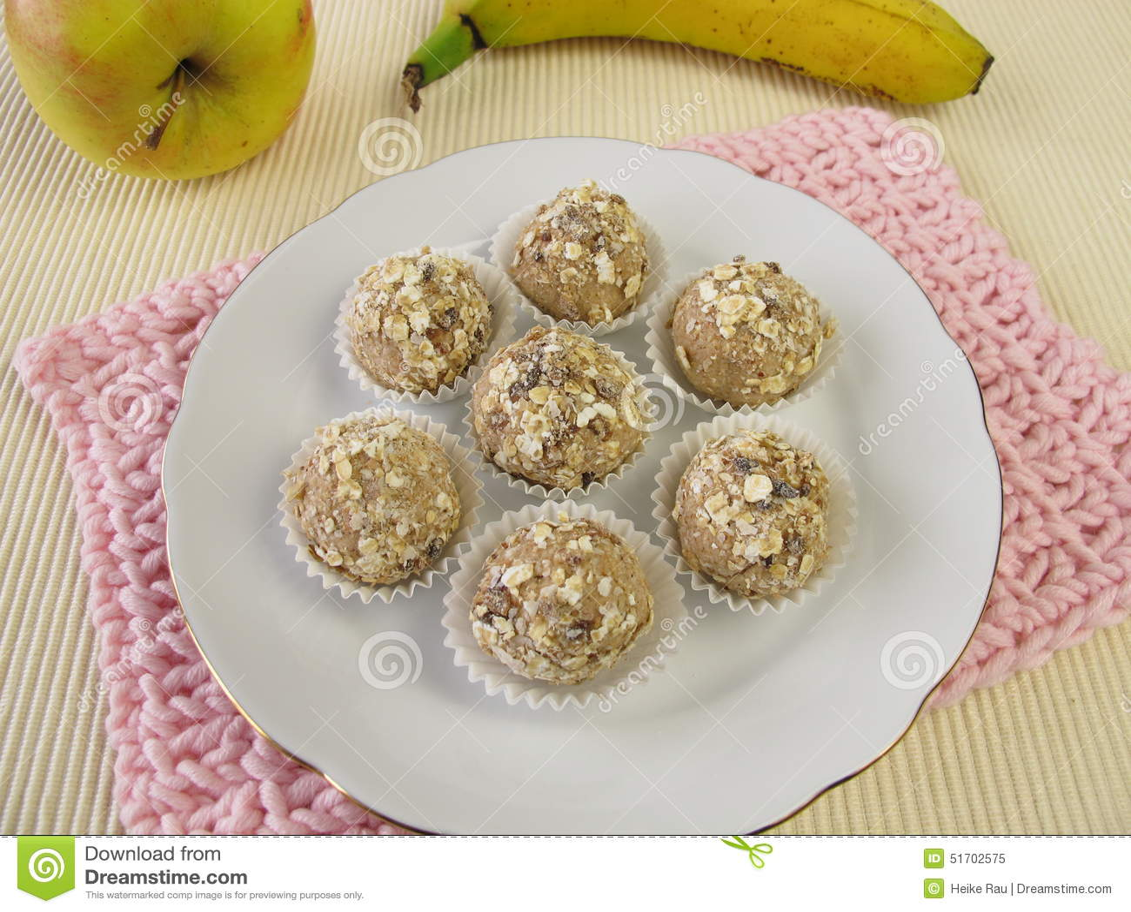 Energy balls from roasted barley flour